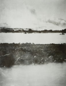 Janne Laine: Silence IV, 2001. Heliogravyyri, 73 x 55 cm. Kuva: Tampereen teidemuseo.